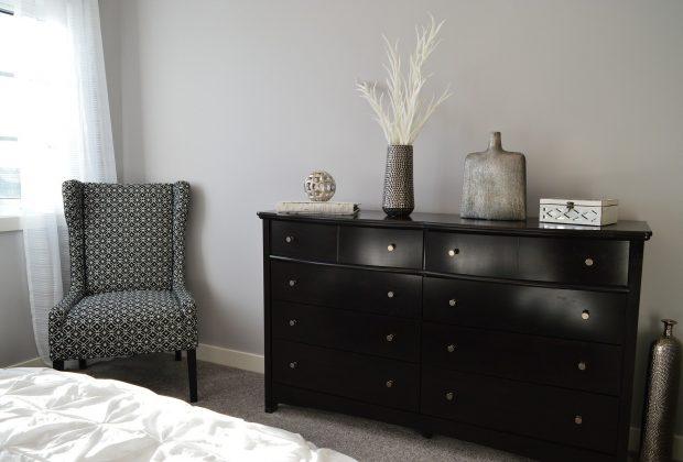 Jak ustawić komody w pokoju, sypialni